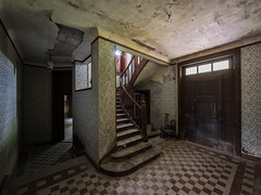 D'entre, a me plat... (NT) Tags: urbex uran urbain urbaine explorationurbaine exploration explore exploring em1 olympus omd zuiko lost perdu perdue decay home house villa mansion manoir decaying derelict dimenticato past pass abandoned abandon abandonn abandonne abbandonato abbandonata ancien ancienne old forgotten oubli oubli oublie dust stairs staircase
