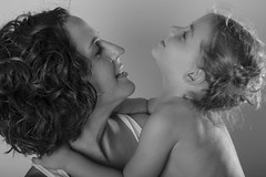 Eve y Joana (Motrbear) Tags: bn black bw white colour pregnant embarazo madre mother hija tripa feliz felicidad 9months 9meses 9 meses months
