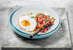 Fried egg (ctotir) Tags: egg friedegg rice tomatoes chopped fork bowl food meal lunch foodanddrink foodphotography
