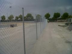 CERCADO METLICO GALVANIZADO (www.vinuesavallasycercados.com) Tags: postes montaje simple malla torsion valla alambre metlico cercado galvanizada ciclnica