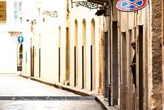 all'improvviso uno sconosciuto (danielissimo) Tags: strada via sicilia vecchio marsala sconosciuto