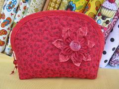 Necessaire (Zion Artes por Silvana Dias) Tags: bag quilt patchwork bolsa bolsinha necessaire bolsapatchwork bolsatecido necessairepatchwork necessairetecido zionartes