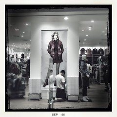 Praying or Playing (Thana Wanich) Tags: life street shop 4 iphone uniqlo
