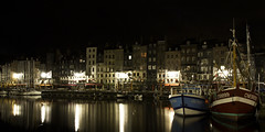 Honfleur by night (2) (Lucien Vatynan) Tags: houses france reflection water night port canon reflections eos lights eau slow harbour lumire maisons reflet normandie honfleur normandy nuit reflets calvados 60d poselente