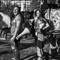 Por el derecho al agua (Aihdes) Tags: blancoynegro blackwhite sevilla spain streetphotography social andalucia octubre fotografia utopia manifestación corrala fotografiacallejera spanishrevolution