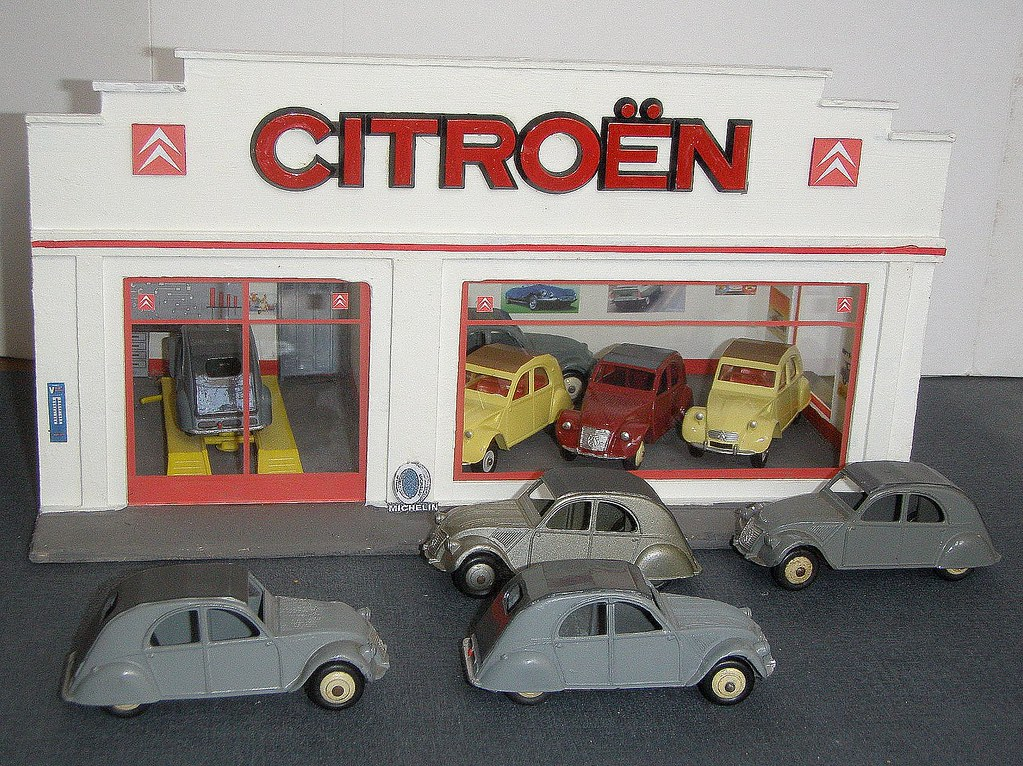 The world 39 s best photos of citroen and maquette flickr hive mind - Garage miniature citroen ...