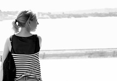 Beautiful woman in front of the sea (patrick_milan) Tags: noiretblanc blackandwhite noir blanc monochrome nb bw black white street rue people personne gens streetview fminin femal femme woman women girl fille belle beautiful portrait face candide