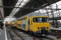 20160813 NSR 7213+1751, Amsterdam CS (Bert Hollander) Tags: amsterdamcentraal asd nsr ddm1 7213 walvis 6913 dubbeldekker geel postzegel bijsturing ledig ns trein 89085lmaswplzwgm