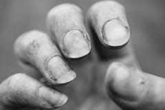 Gartenarbeit (Gret B.) Tags: gartenarbeit garten grtnern garden hand schmutz schmutzig dreck finger fingerngel dirt schwarzweis blackandwhite vsco ich selfportrait selbstportrt self selbst 52wochen 52weeksproject 52wochenprojekt 52weeks