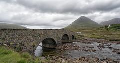Sligachan Old Bridge (bervaz) Tags: escocia scotland bridge puente nubes clouds sony a7rm2 agua river rio mountain montaas variotessartfe1635mmf4zaoss variotessart sel1635z