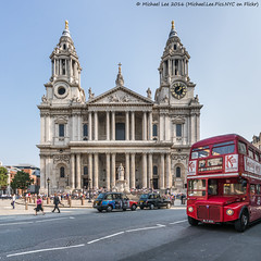 St Paul's Cathedral (DSC00473) (Michael.Lee.Pics.NYC) Tags: london england unitedkingdom stpaulscathedral ludgatehill doubledeckerbus architecture cityscape streetscene sony a7rm2 voigtlanderheliar15mmf45