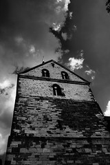 Kirchturm (One-Basic-Of-Art) Tags: kirchturm sky himmel clouds wolken grau gray gris black white blackanwhite schwarz wei weiss schwarununweis noir blanc noiretblanc sw bw old alt turm fotografie photography photo foto inderhohensyburg hohensyburg dortmund nrw deutschland germany