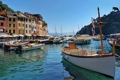 Barche a Portofino | Portofino boats (annaandolfatto) Tags: liguria portofino italia mare blue blu barche acqua barca italy