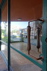 Bloco Costa Cabral (jon_buono) Tags: portuguesearchitecture modernarchitecture portuguesemodernarchitecture porto vianadelima doorhardware doorhandle moderninteriordesign