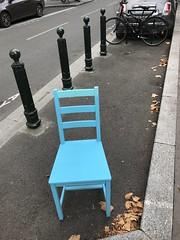 Puteaux, chaise, poubelles (Grbert) Tags: puteaux