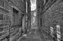 "Edinburgh Alley • <a style=""font-size:0.8em;"" href=""http://www.flickr.com/photos/45090765@N05/7894366398/"" target=""_blank"">View on Flickr</a>"