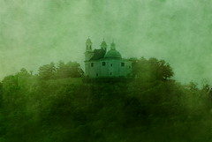 Leopoldsberg, Leopoldsbergkirche (hedbavny) Tags: vienna wien painterly green tourism church austria sterreich sightseeing kirche grn pictorial leopoldsberg sehenswrdigkeit pictorialism maigrn piktorialismus fotobearbeiitung