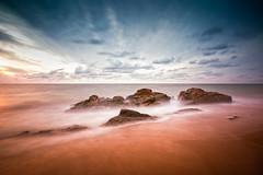 Rocas que no quieren ser arena (La ventana de Alvaro) Tags: mar playa arena cielo biarritz rocas ilbarritz nd110 afiaie