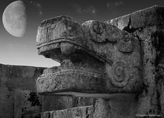 Chichen Itza, Yucatan, Mexico (Claudio.Ar) Tags: old blackandwhite bw moon history statue architecture night mexico ancient maya antique sony mexican mayan topf100 dsc quintanaroo h9 chitchenitza claudioar claudiomufarrege magicunicornverybest rememberthatmomentlevel1 rememberthatmomentlevel2