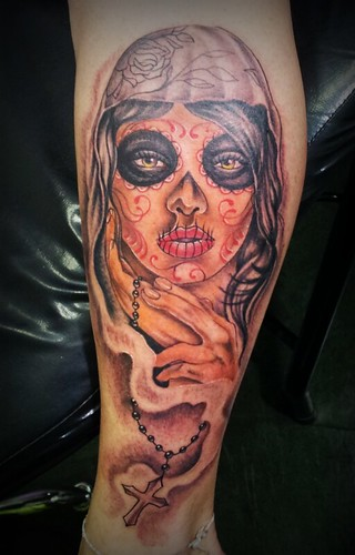 La Santa Muerte por Marcio Rhanuii Tattoos, Niterói  - a
