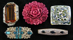1002. Five High Quality Vintage Costume Brooches