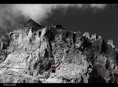 The easy way up (bernd obervossbeck) Tags: italien italy mountain berg rock cablecar ropeway dolomites sdtirol southtyrol felsen gondel seilbahn dolomiten colourkey mygearandme