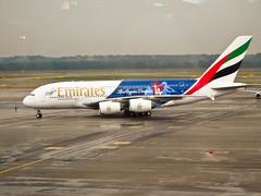 Dodgers (StefoF) Tags: mxp malpensa aeroporto airport lombardy lombardia airbus a380 la losangelesdodgers airline airliner aereodilinea emirates hellotomorrow ek
