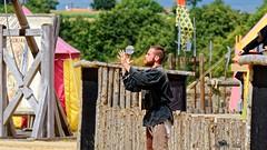 Tiffauge chateau .. Ne pas perdre la boule ! (henri.drouin) Tags: chteau estivales exterieur france jongleur mnestrel paysdeloire tiffauges vende
