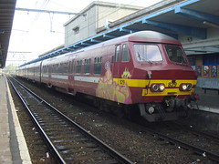 NMBS 829 bizarre koplampen (LauAM80) Tags: station train gare mons nmbs automotrice ms75 sncb am75