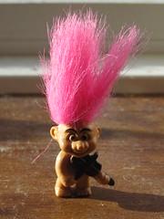 Fiddler (TomikoPL) Tags: pink copenhagen hair denmark toy troll danmark kbenhavn fiddler dania amager trol kopenhaga skrzypek zabawka wosy rowe