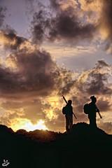 Esperando el Ocaso (Urugallu) Tags: costa canon contraluz flickr asturias colores final cielo crepusculo ocaso vasco siluetas asturies 50d principadodeasturias isladeva finaldeldia stunningskies urugallu mygearandme rememberthatmomentlevel1 jvaquero