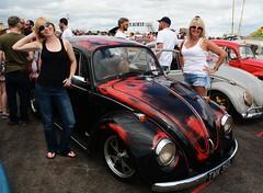 Di & Kate_8170 (Fast an' Bulbous) Tags: girl girls woman women blonde hot sexy vw volkswagen bugjam showshine show santa pod nikon d7100 gimp people outdoor
