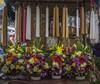 Candles and Flowers / Cirios y Flores (Juchitán, Oaxaca. Gustavo Thomas © 2016) (Gustavo Thomas) Tags: cabdles velas cirios religión juchitán oaxaca méxico flowers flores arreglos mercado market mexican