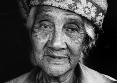 indonesia - bali (peo pea) Tags: indonesia bali risaie jatiluwih green land ritratto ritratti portrait portraits bn bw bianconero blackandwhite blackandwhitephoto old woman asia
