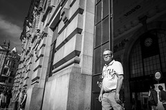 Sunny outside... (Srgio Miranda) Tags: photography srgiomiranda fujifilm fujinon fujix fujixpro1 oporto people photo porto portugal sergiomiranda street streetphotography urban xf18 xpro1 blackandwhite bw