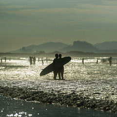 Surf or not (migajiro) Tags: migajiro sonyalpha 900 beach playa somo santander surf couple pareja contraluz sal 70400g ltytr1