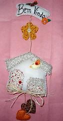 Enfeite de Porta Casinha (Simo www.criandoeinovando.elo7.com.br) Tags: de flor mimo guirlanda porta fuxico coração feltro passaro casinha tecido enfeite