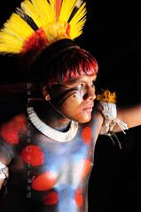 Yawalapiti (serge guiraud) Tags: brasil brésil brazil indiend'amazonie amazonie amazon amazonia bassinamazonien tribu tribo tribe amérique sudamérique tribal ethnie ethnic etnia povoindigena amazon'stribe xingu parcduxingu parquedoxingu parqueindidigenadoxingu portrait festival exposition exposiçao exhibition matogrosso para amazone sergeguiraud jabiruprod expositionamazonie amazonieindidennecom artamérindien peinturecorporelle artducorps plume artdelaplume peuplesindigenes amérindien populationautochtones basinamazonien yawalapiti kamaiura karaja iny kayapo xerente zo'é kuarup hetohoky javari yawari kaiapo mehinako kuikuro kalapalo xavante asurini gaviao matis tapirapé jungletribes