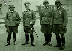 4 X German Officers Date Unknown (80s Muslc Rocks) Tags: old germany army uniform military nazi medal 1940s german officer medals worldwartwo officers militaryofficer riech ridingbreeches reithosen officerinuniform 1939194019411942194319441945 officerwearinguniform officerswearing