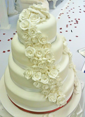 Red White Rose Wedding Cake