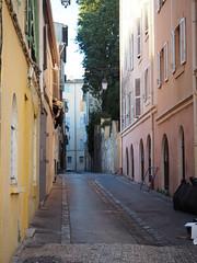 petite rue d'Aix (remoulou) Tags: explore explored south ruelle streets landscape aixenprovence aix provence rue street france paca sud olympus omd em10 mkii ville city