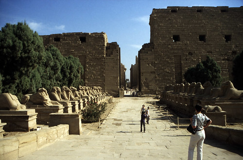 "Ägypten 1999 (290) Karnak-Tempel: Sphingenallee und Pylone • <a style=""font-size:0.8em;"" href=""http://www.flickr.com/photos/69570948@N04/28595676741/"" target=""_blank"">View on Flickr</a>"