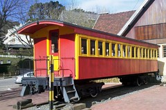 Vago de madeira para transporte de passageiros no Centro de Informaes Tursticas em Campos do Jordo (marcusviniciusdelimaoliveira) Tags: vago antigo passageiros camposdojordo