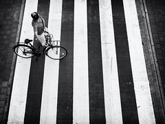 Just do it! (John Bastoen) Tags: straatfotografie street streetphotography crosswalk bicycle hat nike bw