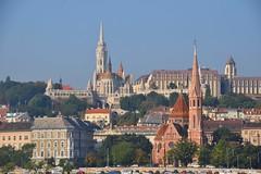 Matthiaskerk en Protestantekerk Buda Budapest (eddespan (Edwin)) Tags: budapest boedapest hungary ungarn hongarije unescoworldheritagesite buda kerken kerk uitzicht