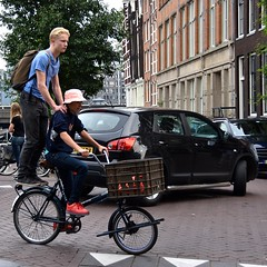 Periscope Up (FaceMePLS) Tags: amsterdam nederland thenetherlands facemepls nikond5500 straatfotografie streetphotography fiets fietser bike bicycle jongen boy transportfiets union hoedje hat rugzak nikesneakers tweewieler