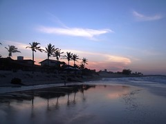 Setting at the beach (PHIL_READ) Tags: sunset brazil sky praia beach brasil cu prdosol cear