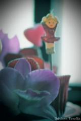 Cupcake Dream (Adriana Verolla) Tags: party food macro girl canon cupcakes blurry strawberry warm candle candy comida homemade cupcake filter tele garota dreamy ate vela 70300mm festa tamron morango doces fragola docinho enfeite culinaria borrado caseiro 60d canoncreativefilter