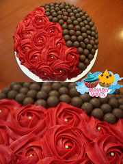 (Heavenly Sweets ) Tags: cakes cup floral cake colorful chocolate sweets heavenly qatar maltesers