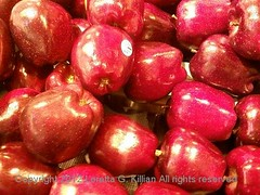 Red Delicious Apples (Peachhead (5,000,000 views!)) Tags: autumn red food fall apple fruit automne yummy shiny display herbst apples produce grocerystore autunno polished otono reddelicious
